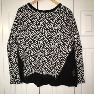 Black and White Sweater W/Zipper Sides